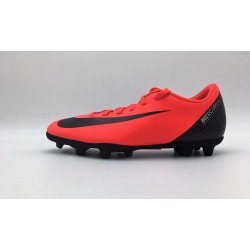 Botas de fútbol NIKE VAPOR 12 CLUB CR7 FG/MG Color rojo