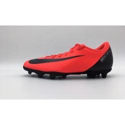 Botas de fútbol NIKE VAPOR 12 CLUB CR7 FG/MG Color rojo